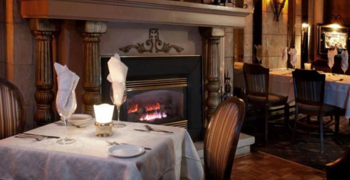 Italian restaurant, fine Italian cuisine, wine cellar, cafe and flamed dessert, Italian chateau style (Villa d'Esté), live music on Friday and Saturday, group booking