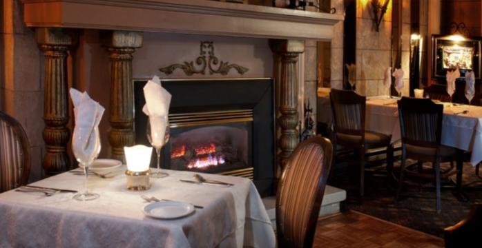 Restaurant italien, fine cuisine italienne, cave à vin, café et dessert flambé, style château d'Italie (Villa d'Esté), Musicien live les vendredi et samedi, réservation de groupe